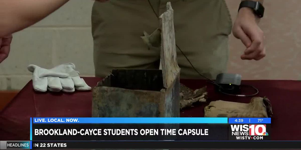 Students open time capsule