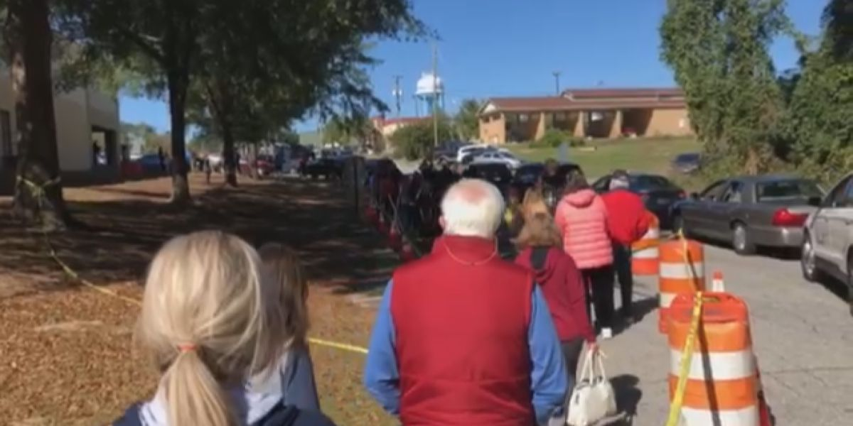 Connectivity issues lead to long lines on final day of in-person absentee voting