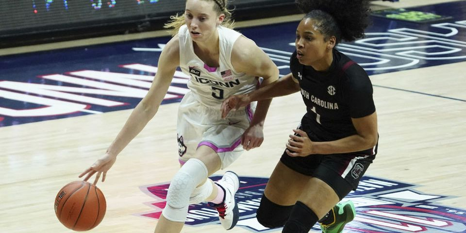 Bueckers takes over in OT to lift No. 2 UConn past top-ranked Gamecocks