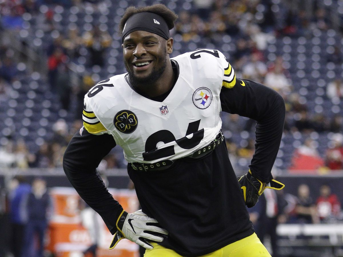 Steelers RB Le'Veon Bell a no-show as deadline approaches