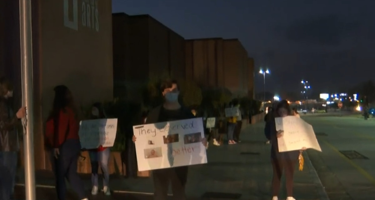 LR5 students protest 5 day face-to-face learning