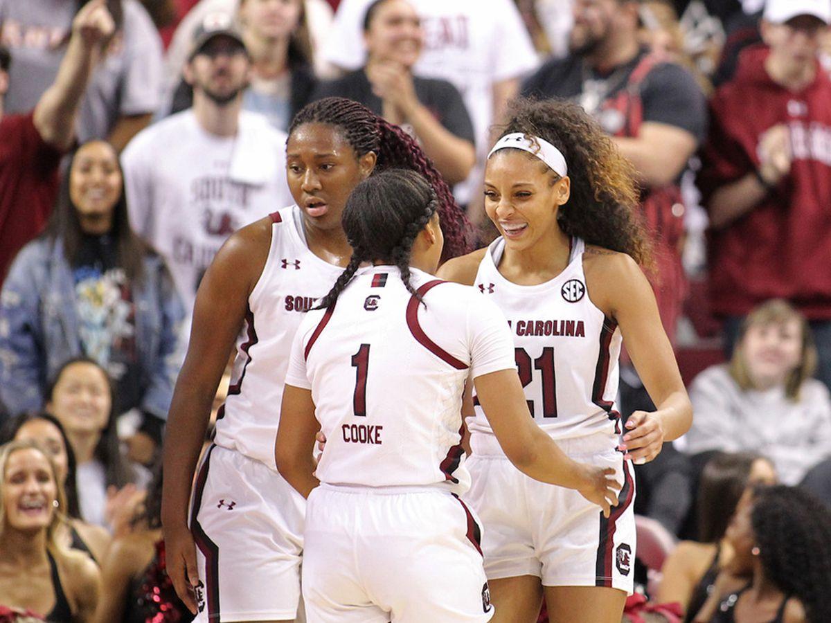 Gamecocks remain atop the AP women's basketball poll