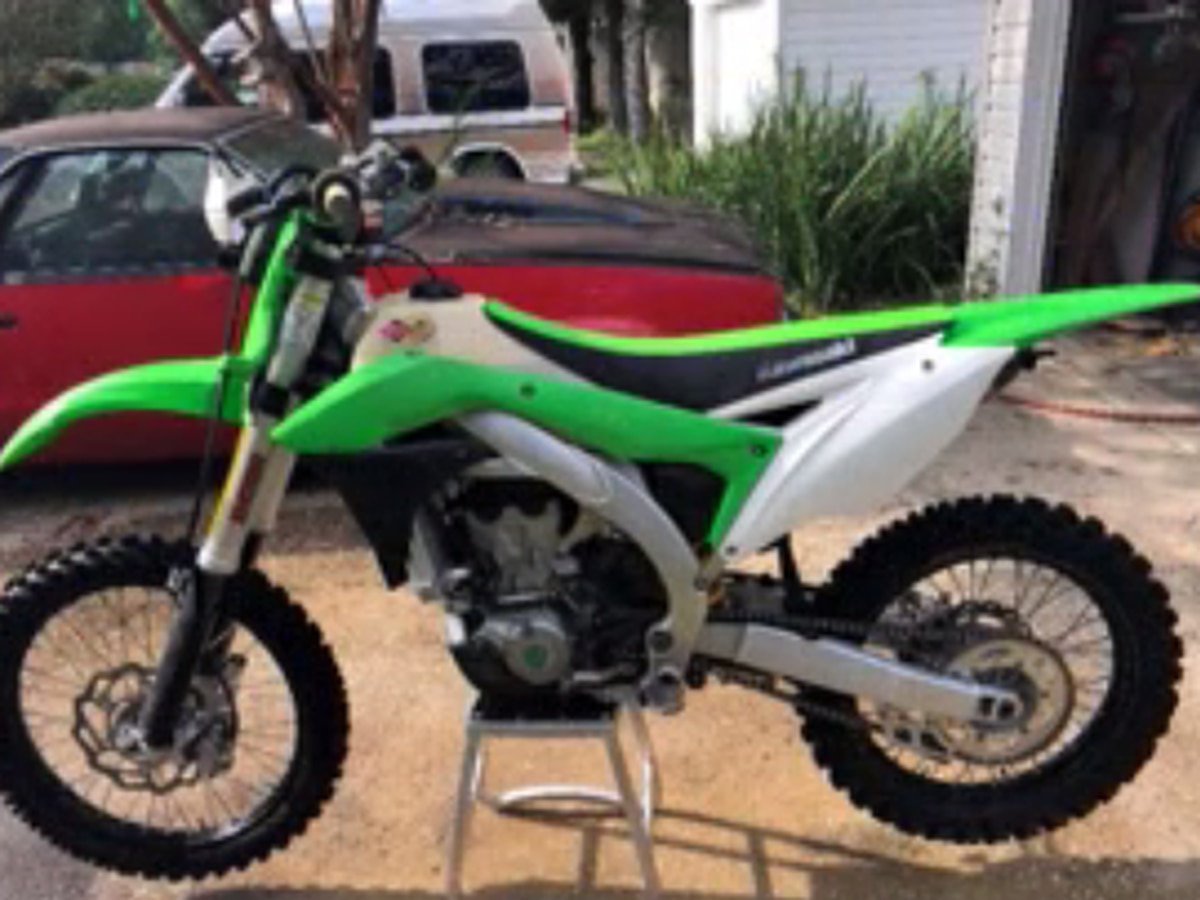 Lexington Police looking for pair who stole dirt bike from apartment complex garage