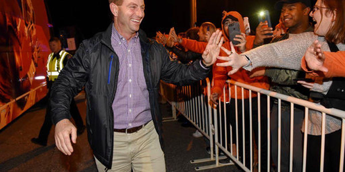 "Swinney wins Paul ""Bear"" Bryant Award for college football's top coach"