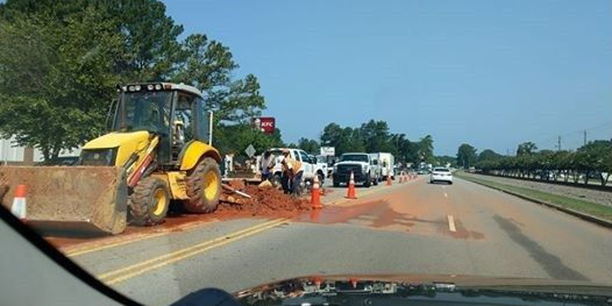 Columbia Water working on St. Andrews Rd. causes traffic delays in Irmo