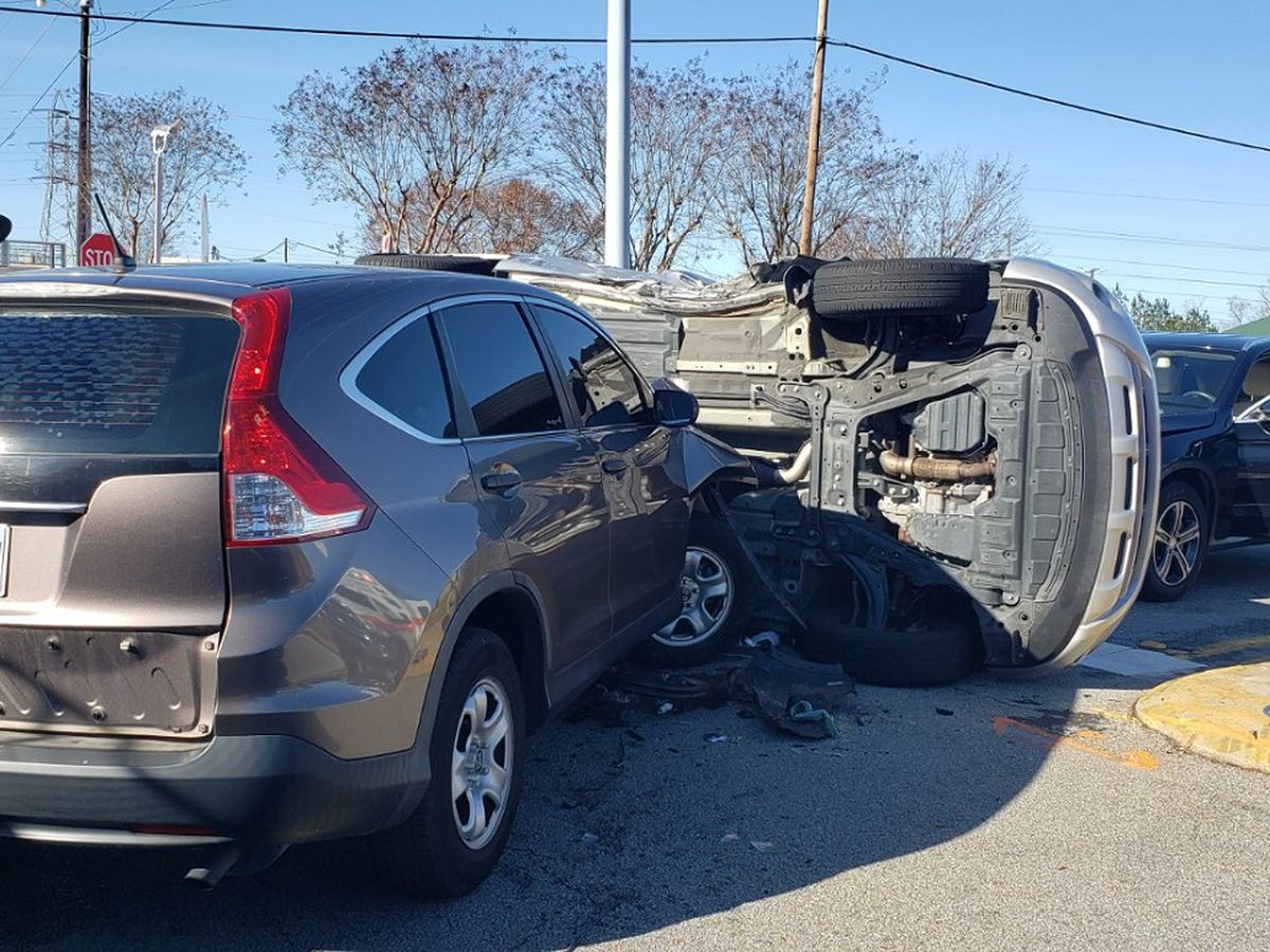 Lanes reopened on Sunset Boulevard in Lexington following 2-car collision