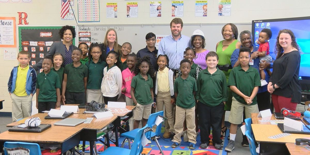 Community Builder: JA Volunteer impacts more than 1800 students