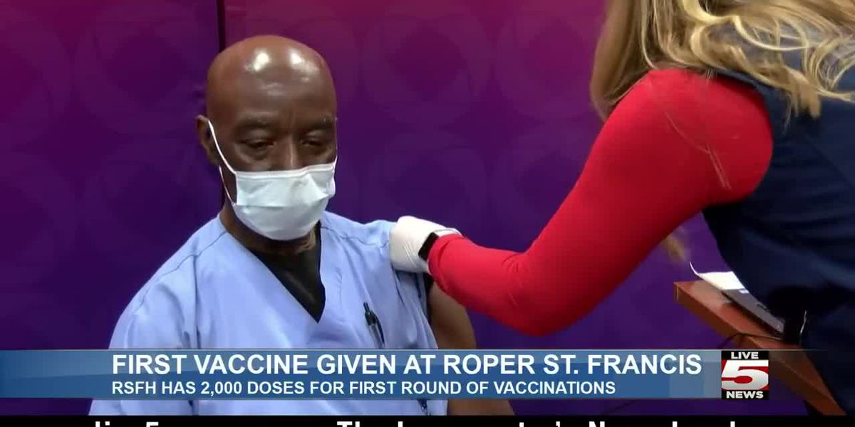 LIVE 5 ALERT DESK: Roper St. Francis Healthcare worker receives hospital's first COVID-19 vaccine dose