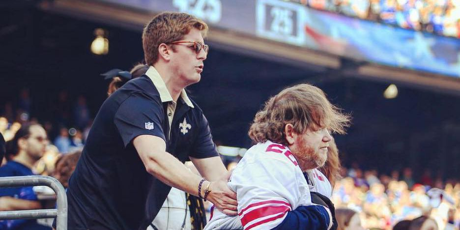 VIRAL PHOTO: Saints fan helps disabled Giants fan stand for National Anthem