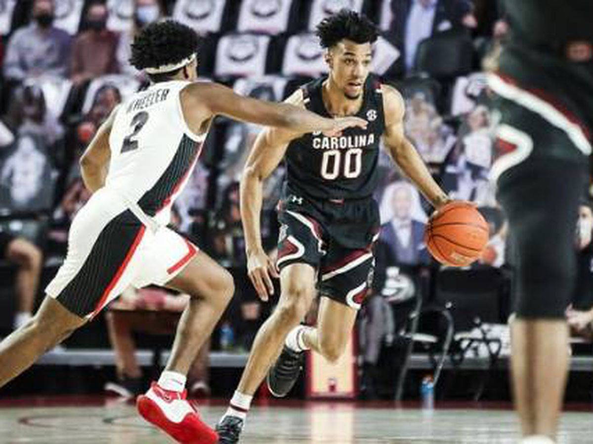 Gamecocks snap one streak, extend another in win in Athens