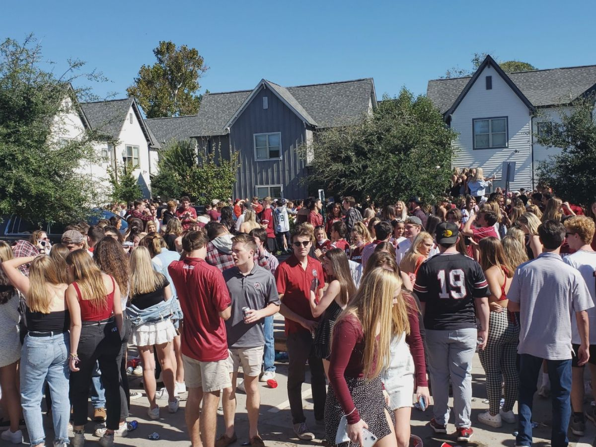 Columbia Fire breaks up large party with 'thousands of students' at Orchard Apartments