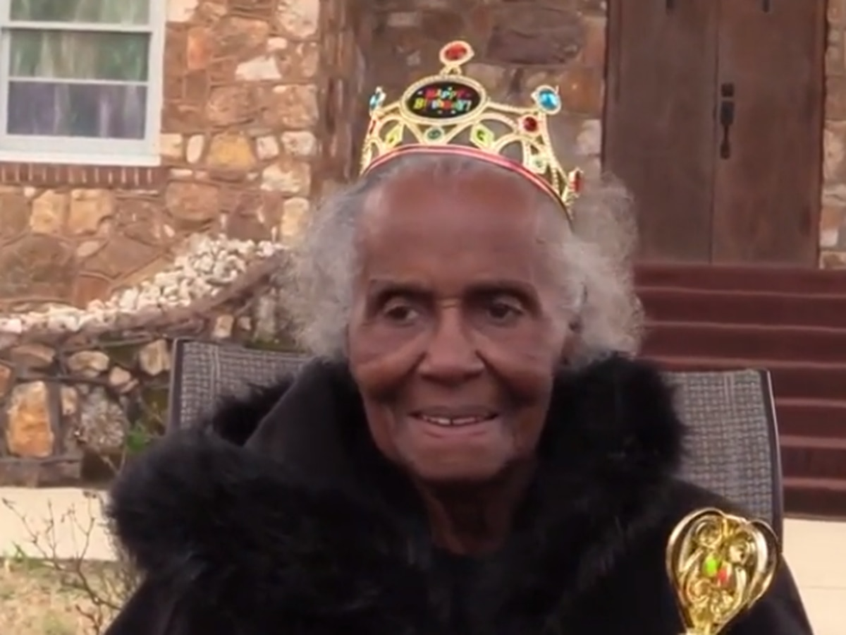 94-year-old woman still works as crossing guard at Upstate high school