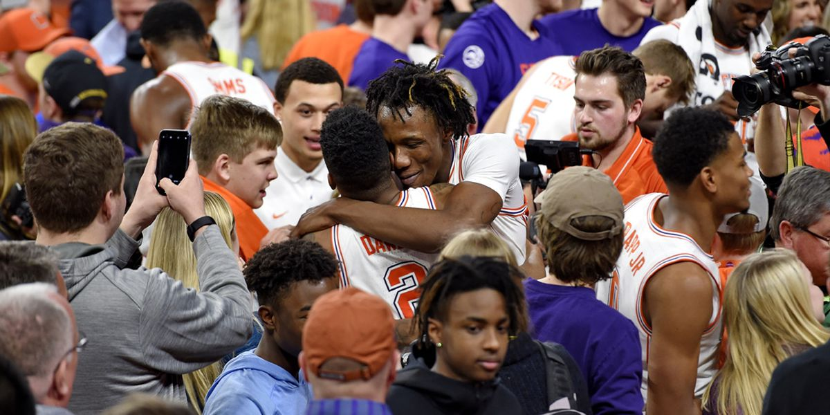 Dawes hits buzzer-beater to help Clemson upset No. 6 Florida St.