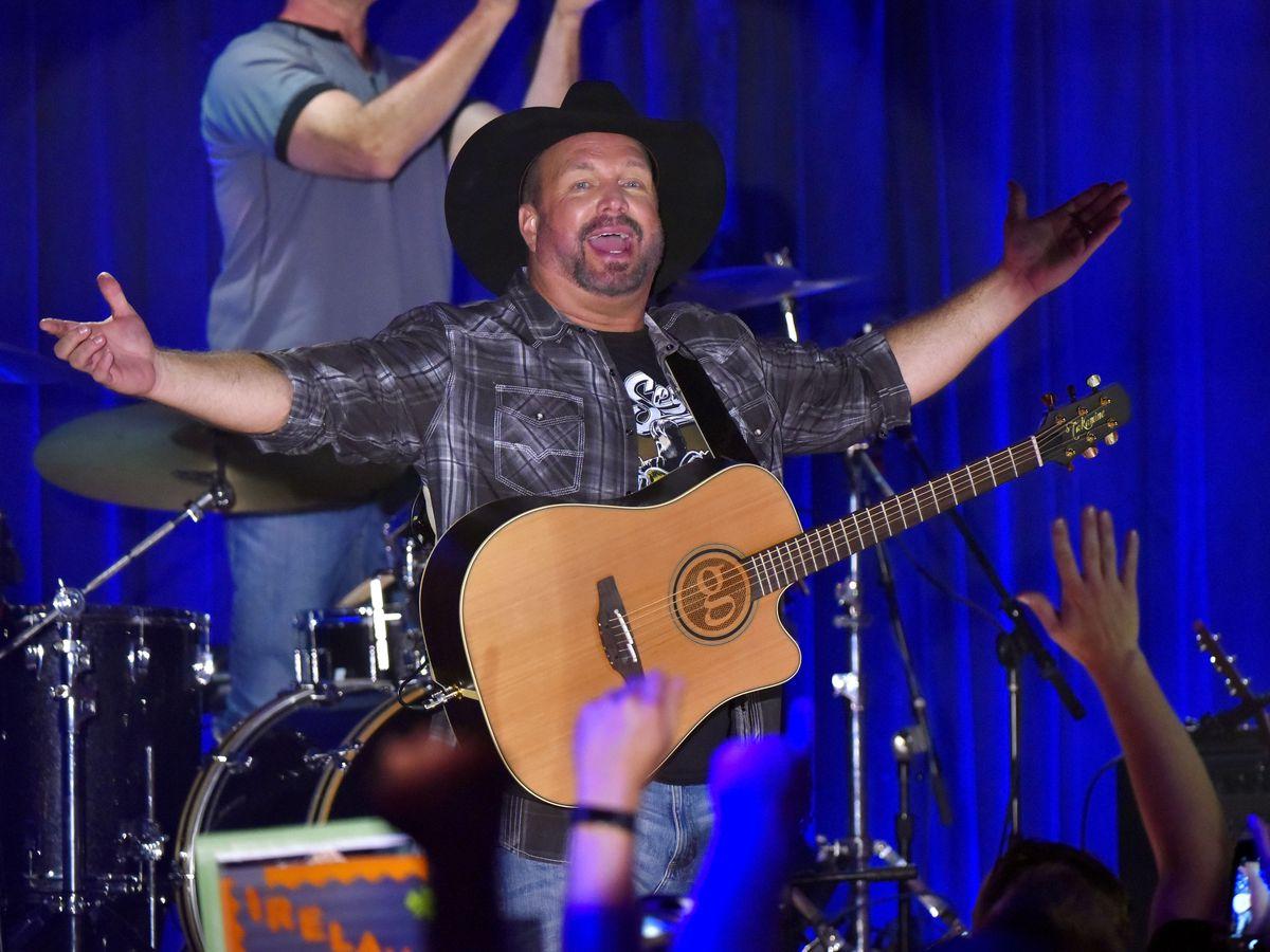 Country singer Garth Brooks returns to the Carolinas, bringing tour to Bank of America Stadium