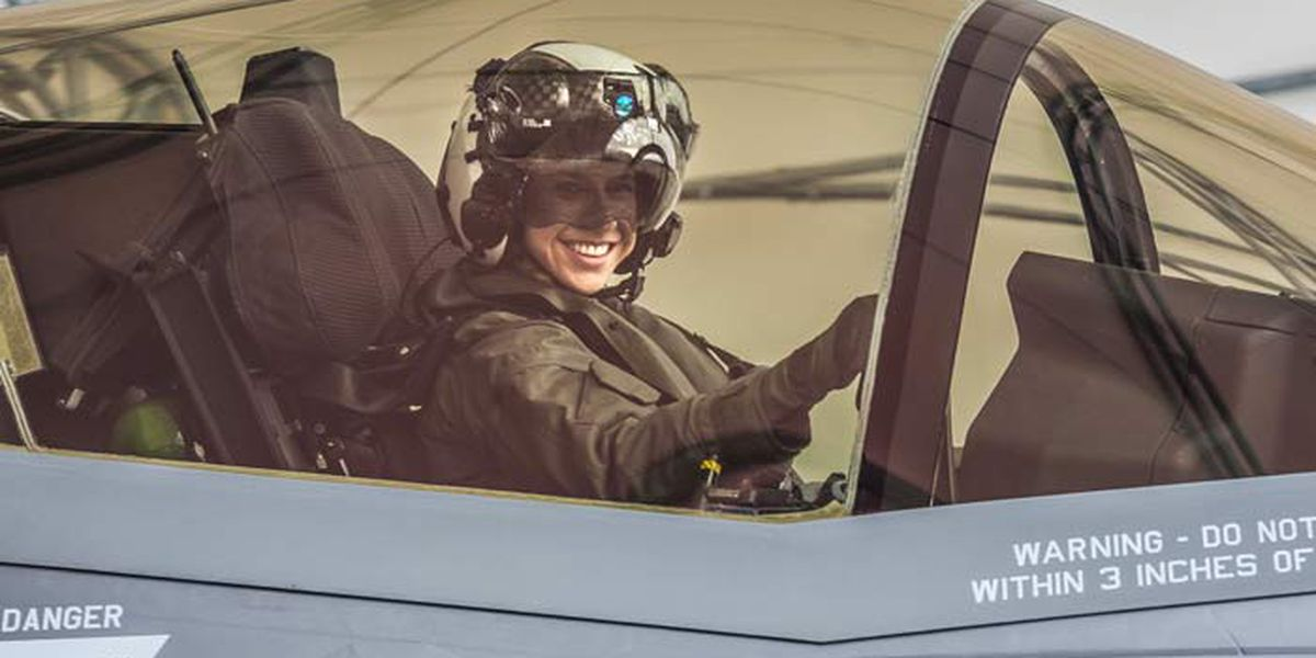 Helicopter pilot becomes 1st female Marine to pilot F-35 jet