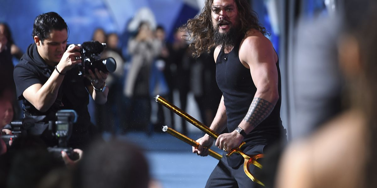 Hawaii's Jason Momoa leads powerful haka performance at 'Aquaman' premiere
