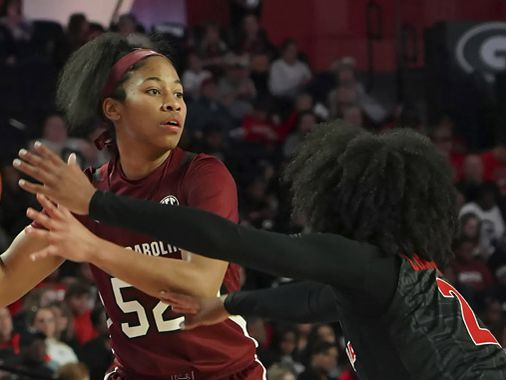 Harris becomes all-time assists leader in win for Gamecocks