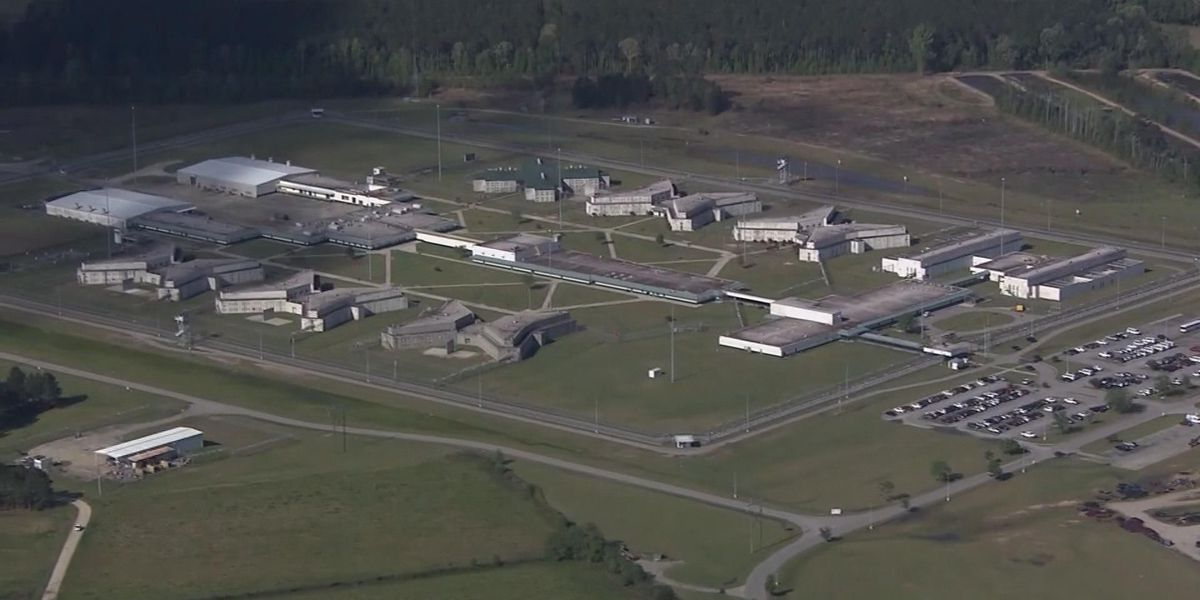 'It was disgusting,' former corrections officer says about Lee Correctional