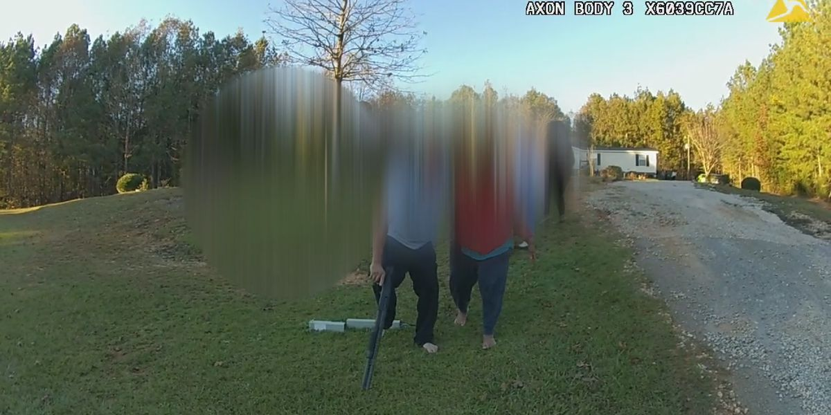 Richland Co. deputy gets armed man to put down gun without pulling her weapon