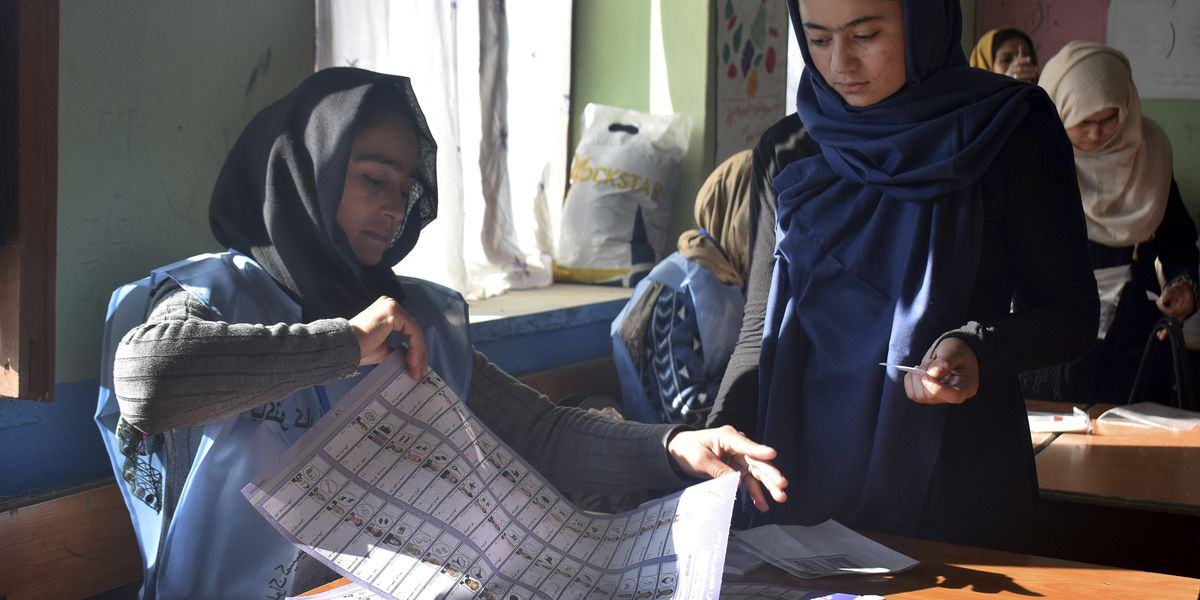 Afghans vote for 2nd day amid violence, technical issues
