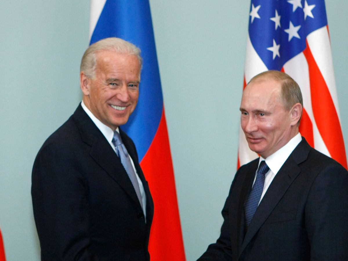 Biden, in first call with Putin, presses on Navalny, treaty