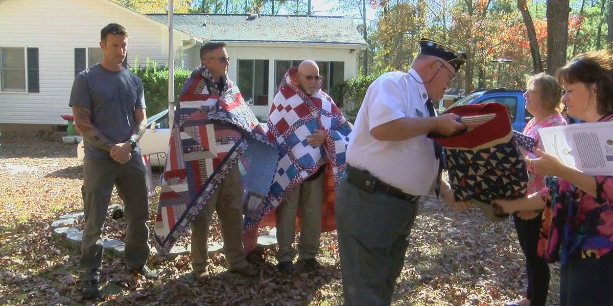Family of soldiers receives Quilts of Valor on Thanksgiving