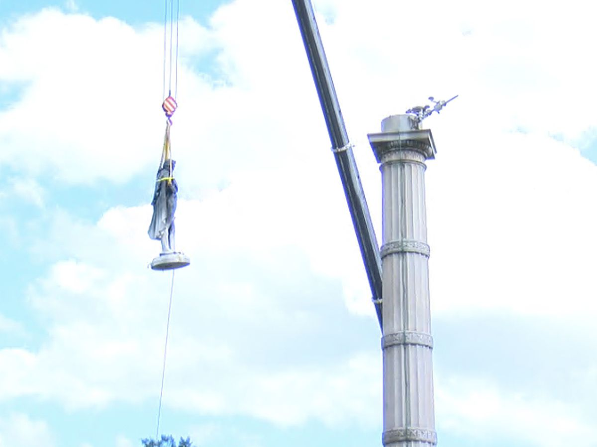 Crews remove John C. Calhoun statue from Marion Square