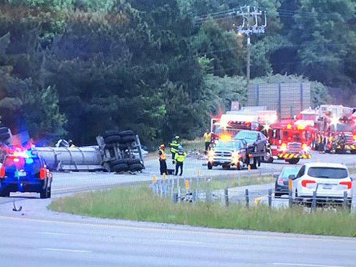 Crash causes major backup on I-77 North