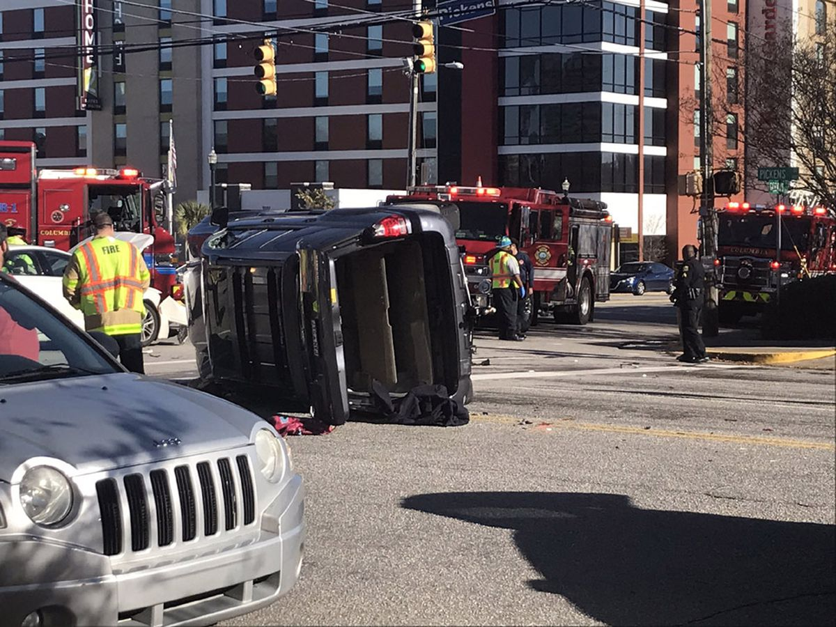 Police close Columbia intersection after 3 vehicles collide
