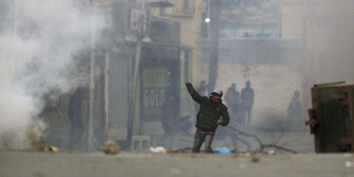 Indian troops enforce lockdown to foil Kashmir public march