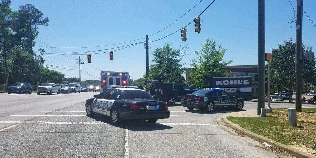 Traffic crash closes Lexington Kohl's parking entrance