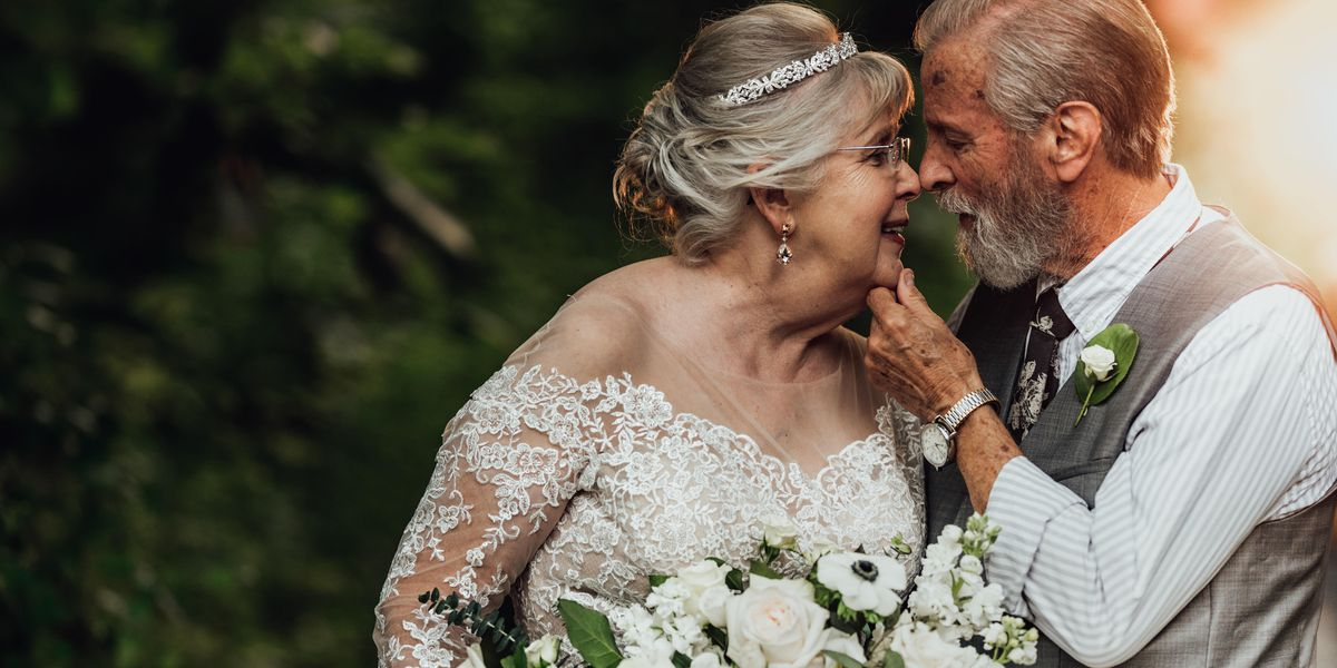 South Carolina couple celebrates 60th anniversary with adorable surprise photo shoot