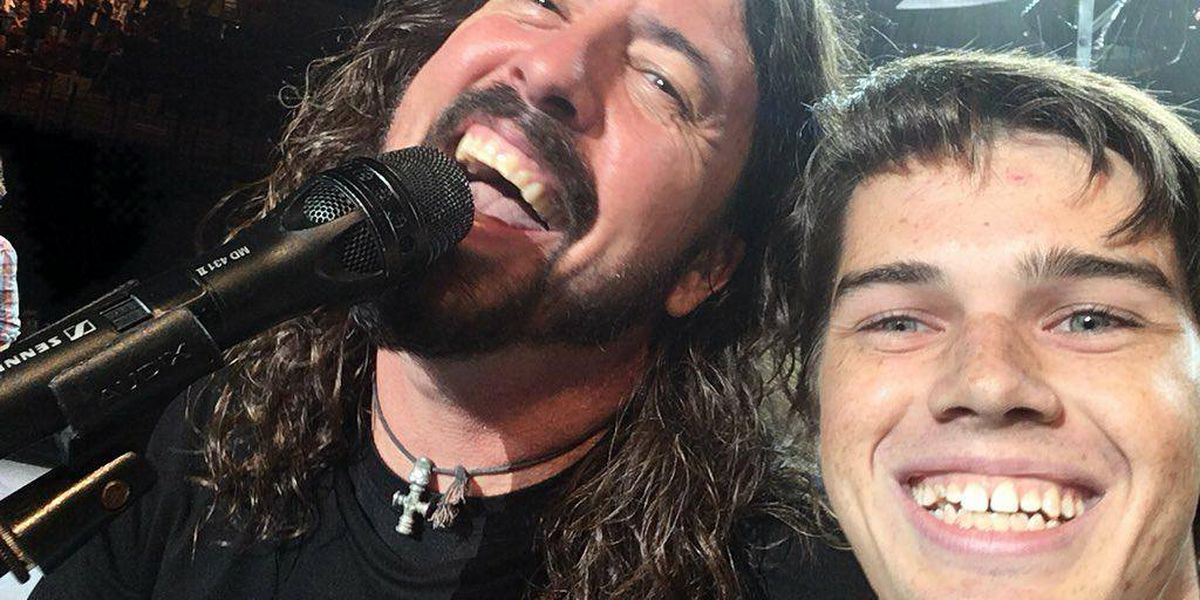 'Drums on Under Pressure?' Foo Fighters fan at CLA pulled up on stage, slays rock hit