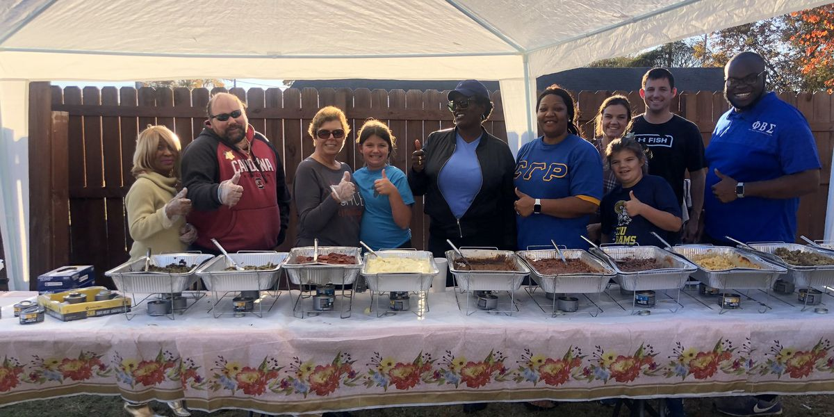 Mobile catering service holds 3rd annual Thanksgiving feast to provide free meals to Midlands residents