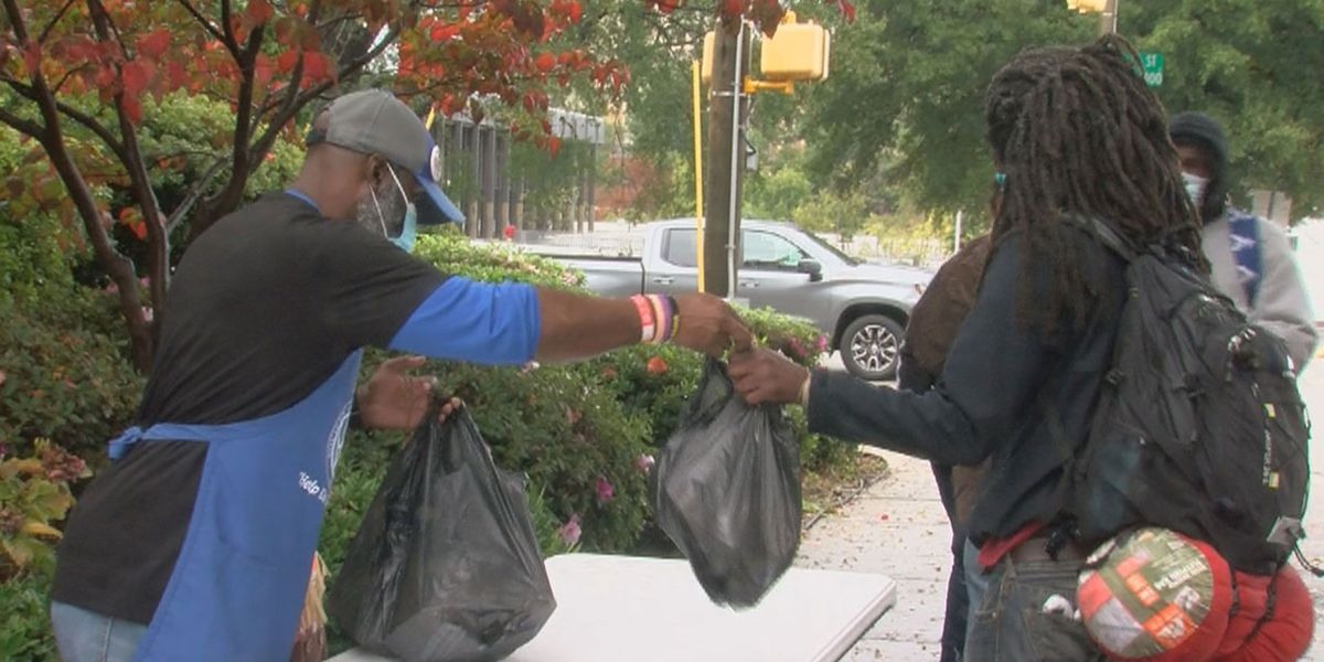 Hundreds of homeless and needy in Columbia pick up dinner from Thanksgiving meal event