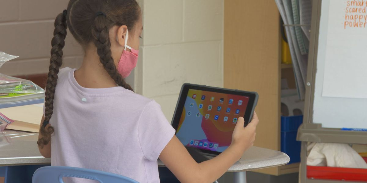 Lexington virtual academy students receive iPads, Chrome books in preparation for school year