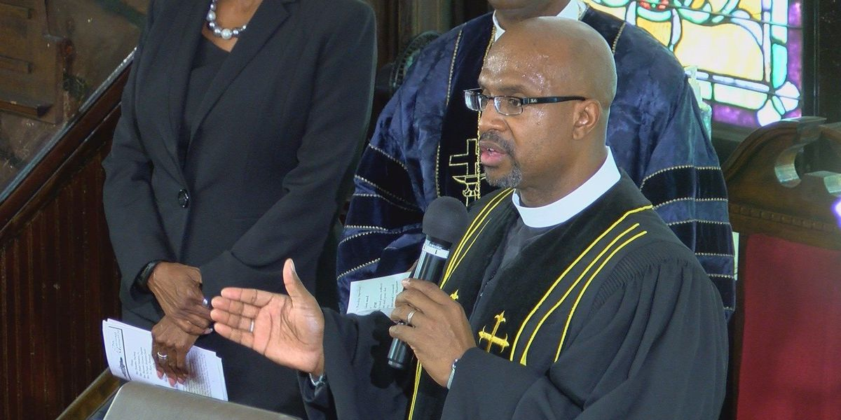 Emanuel AME pastor speaks to graduates about power of love