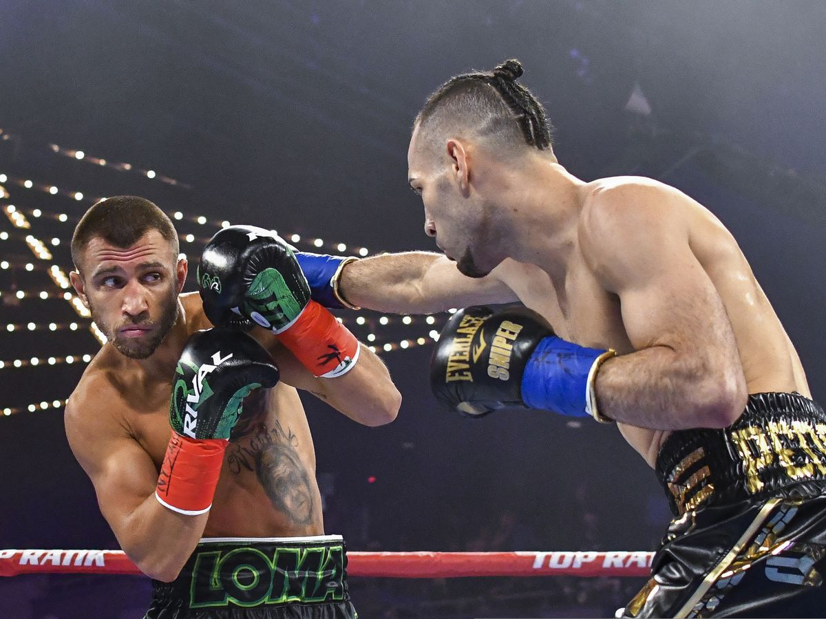 Lomachenko wins unanimous decision for 2nd lightweight belt