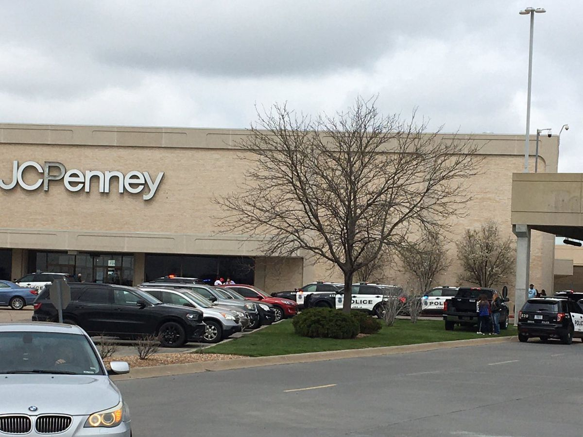 Teen arrested on murder warrant in Nebraska mall shooting