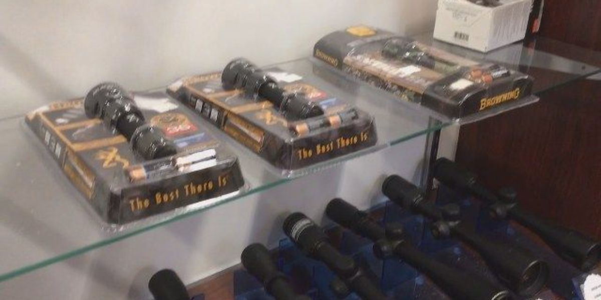 Investigators: It took only 3 minutes to steal 39 weapons from outdoor store