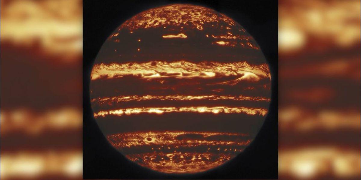 Jupiter glows like a jack-o'-lantern in stunning new images