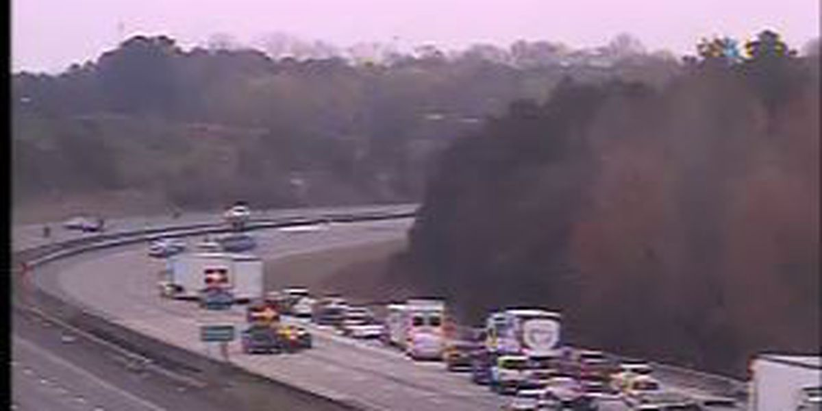 Traffic returns to normal after overturned garbage truck on I-77 causes traffic delay