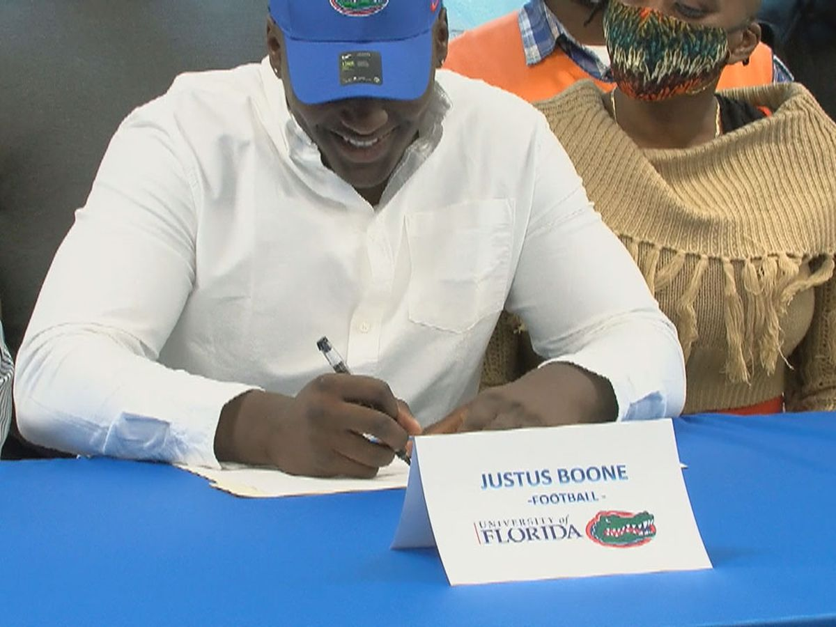Sumter High sees 3 players sign to play football at the next level