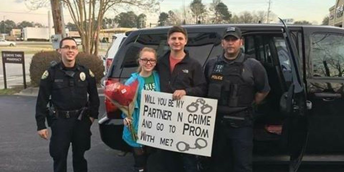 Traffic stop in SC turns into promposal with the help of police officers