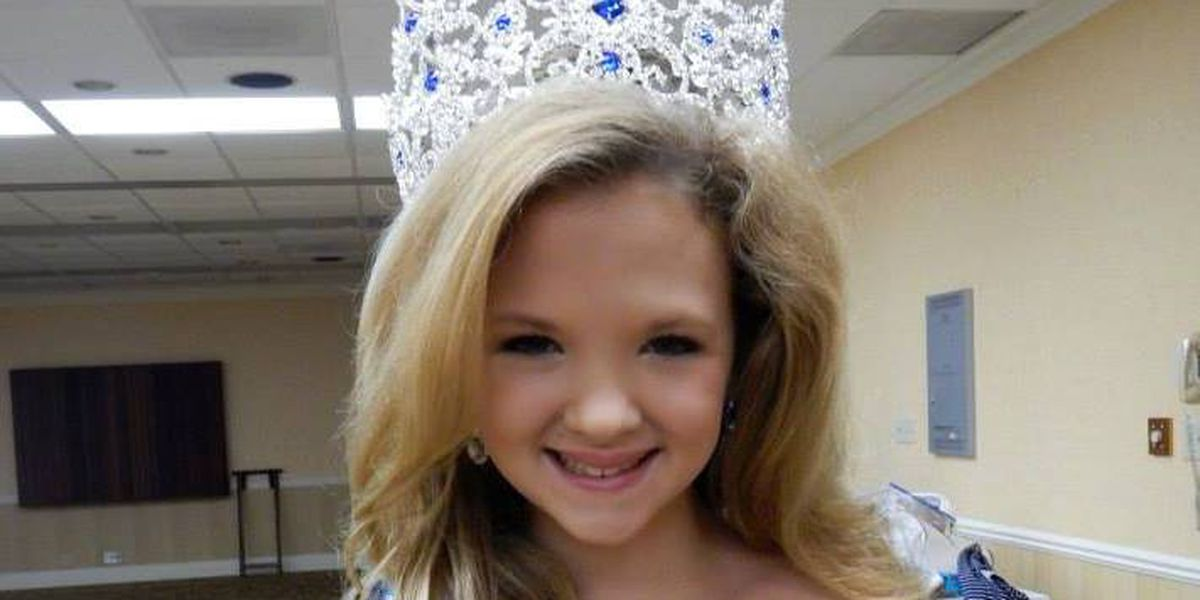 Petite queen uses crown to help other kids