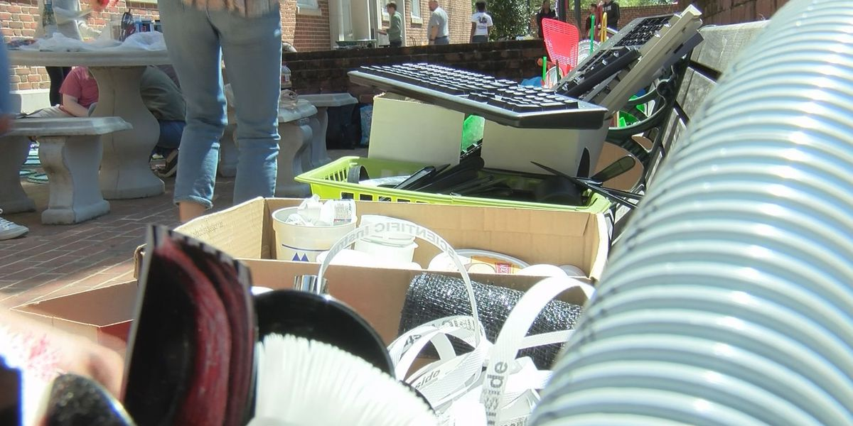 How much plastic do you use? Students at USC create plastic footprint