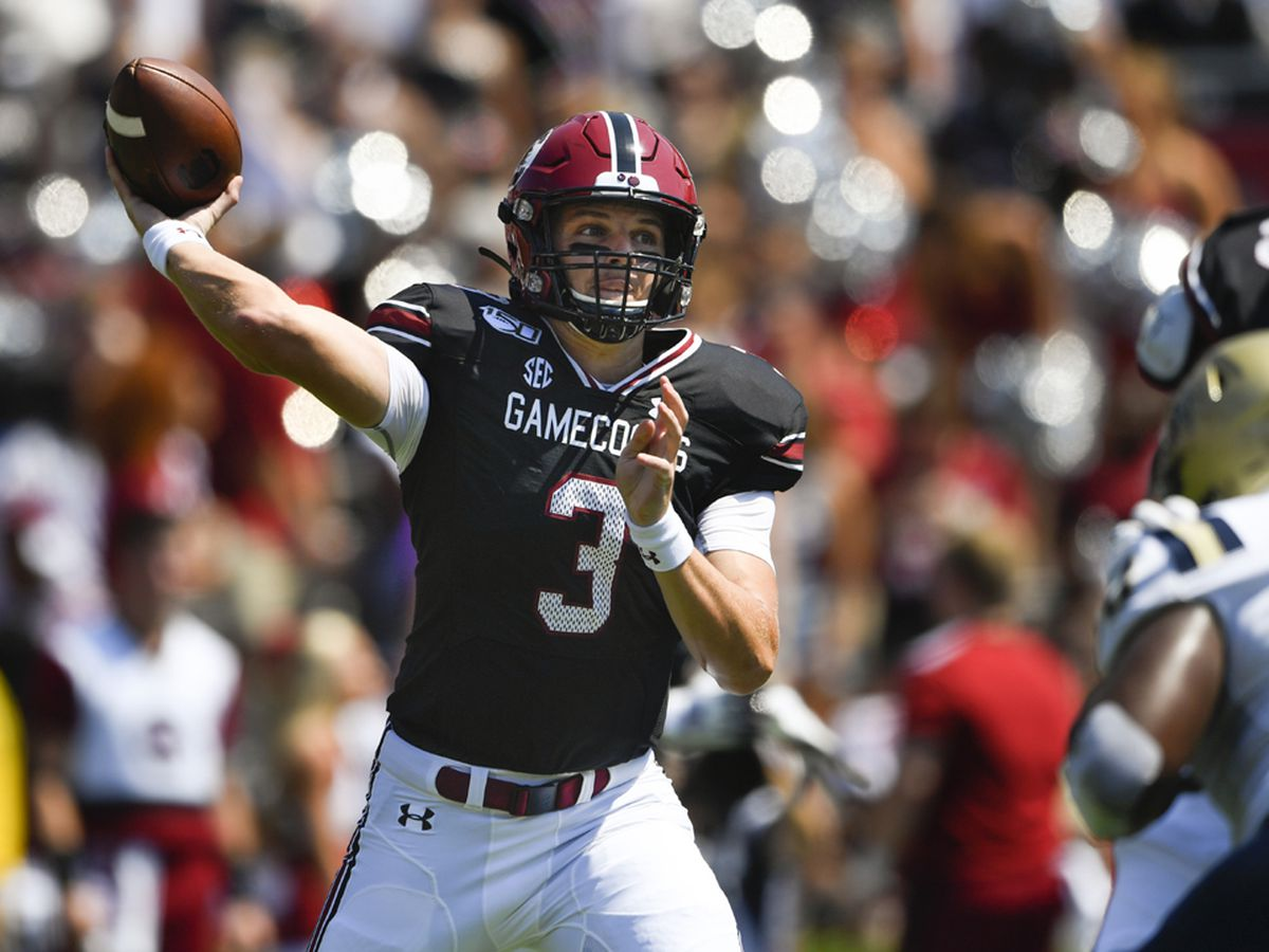 Gamecocks QB Hilinski to undergo knee surgery to repair meniscus, team officials say
