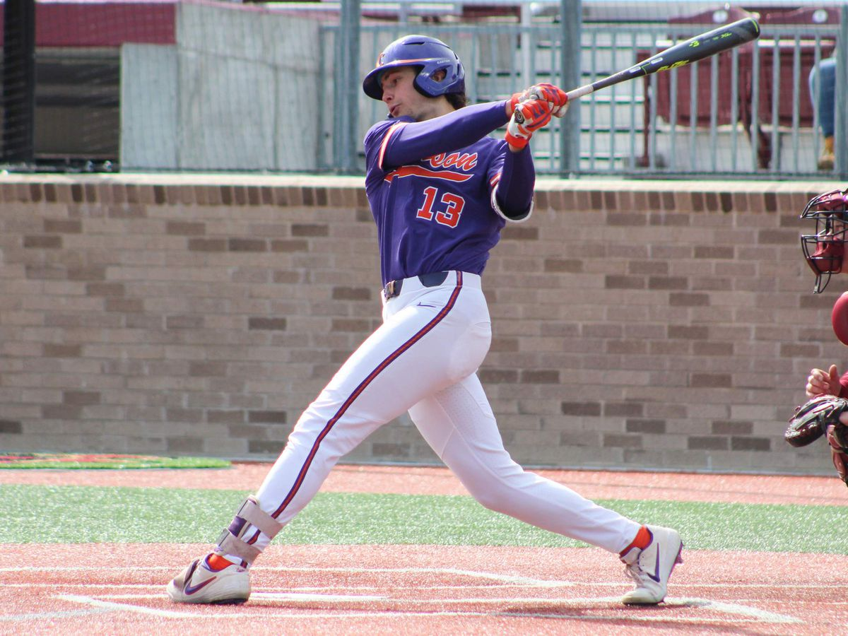 Clemson Outlasts Boston College 9-5