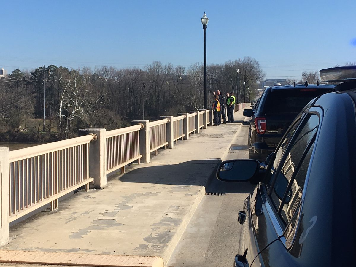 UPDATE: Gervais St., Blossom St. bridges both re-opened, search continues on Congaree River for reported jumper