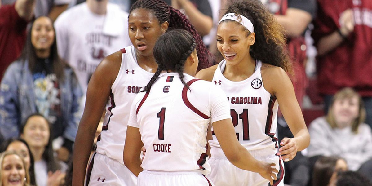 Gamecocks remain atop the AP women's basketball poll